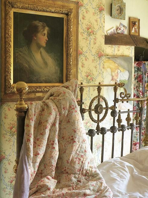 English country bedroom gorgeous bed quilt wallpaper for English cottage bedroom