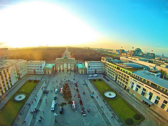 Brandenburger Tor 2011, by FlyingConstantin
