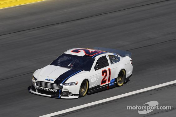 Trevor Bayne during test at Charlotte (beautiful without sponsors !!)