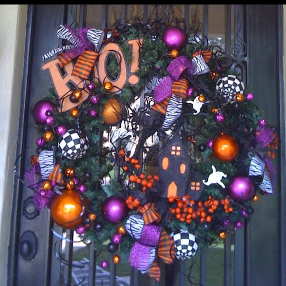 Boo Halloween wreath by Show Me Decorating!  www.showmedecorating.com