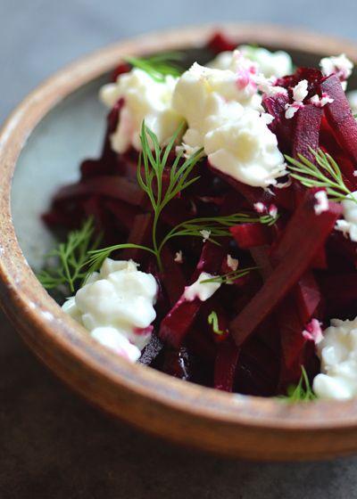 Rote Beete Salat mit Meerrettich und Hüttenkäse