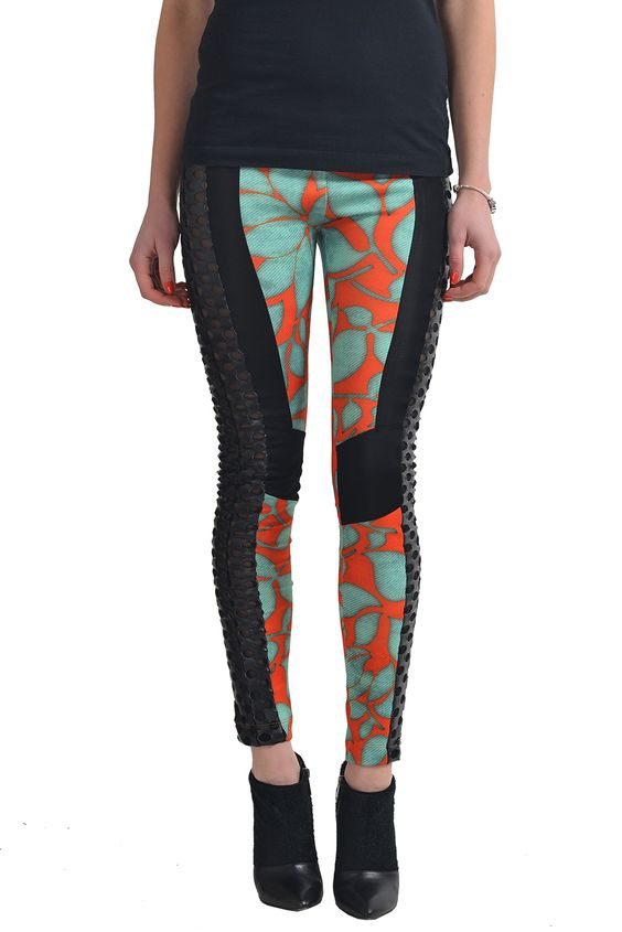 """Just Cavalli Women's Multi-Color Stretch Leggings US S IT 40. Material: 55% Rayon 33% Polyester 12% Nylon. Made in Italy. Measured Waist: 26"""" Rise In Inches: 8"""". Inseam: 28.5"""" Leg Opening: 4.25""""."""