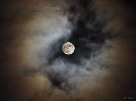 Peeping Moon by Leif Ipsen on 500px