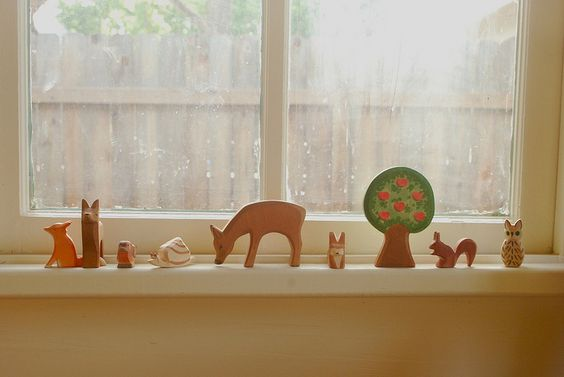 Gorgeous little ornaments on window sill.