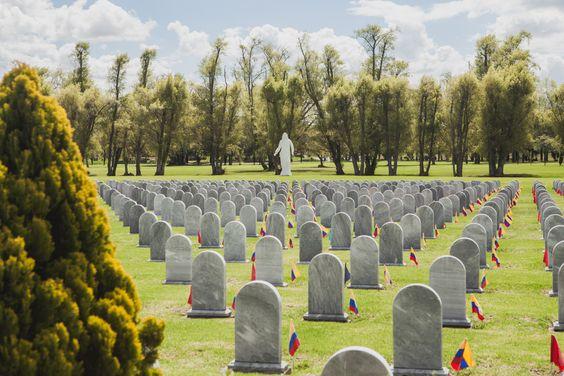 73e9aea2e5b338b0-victoria-holguin-fotografia-foto-reportajes-reporteria-grafica-cementerio-bogota-4-of-16.jpg