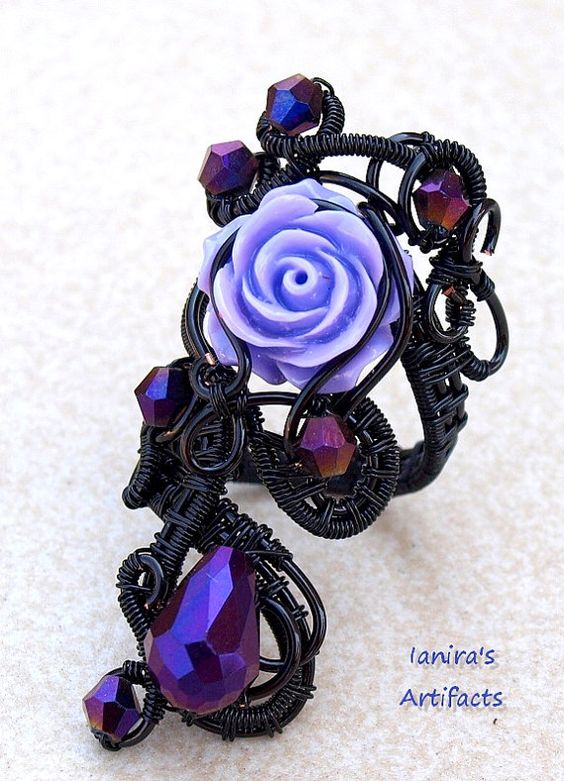 Goth ring/Wire wrapped ring/Statement ring/Victorian by Ianira