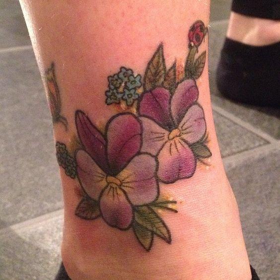 Did this cuties yesterday thank you @crysstad  #flowertattoo #thktattoo #lillehildetattoo #ink #tattoo #cutetattoo #ladybug