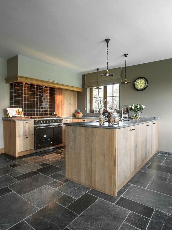 Keuken Grijs Groen : Hele gave landelijke keuken! Hout gecombineerd met zwart en grijs