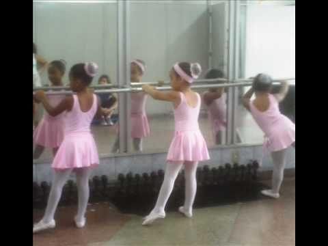 Academia Freitas - Ballet Clássico - Ciranda da bailarina