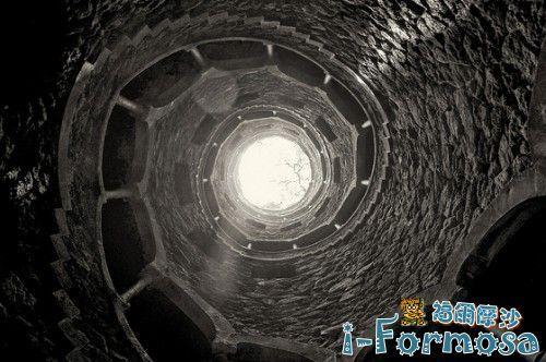 從底部往天空拍的照片?或是?。圖片提供/lloydabell34