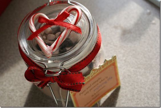 Sweet idea for Christmas cocoa or cookie mix in a jar