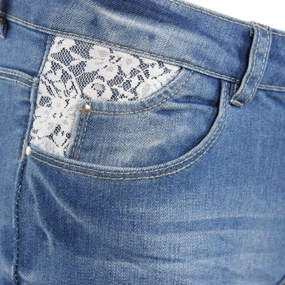 Jeans à dentelle Mim ! On craque pour le détail mode au niveau des poches. Et vous ?