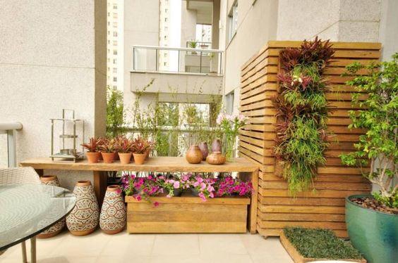 Camuflando o Ar condicionado: Varandas, alpendres e terraços Eclético por Eduardo Luppi Paisagismo Ltda.