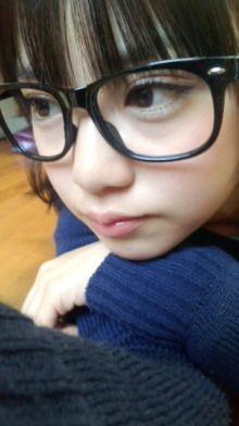 黒縁メガネをかけた奥仲麻琴