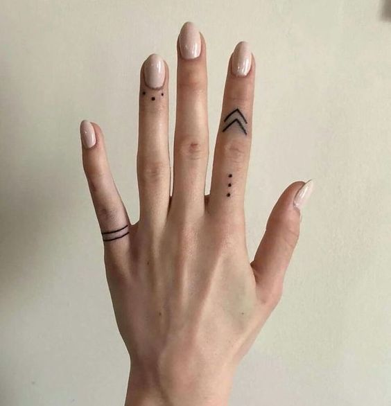 37 Cute Finger Tattoos Are Fashion In The Young In 2020 Sharpie