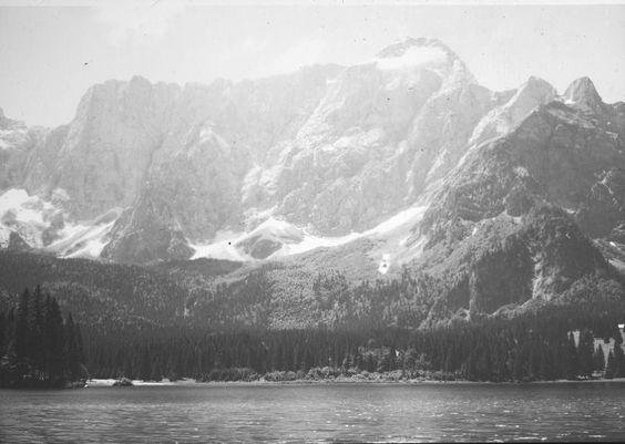 Julische Alpen. Blick über den Weißenfelser See gegen den Manhart. Foto. Aufnahme 28.-29.6.1931.