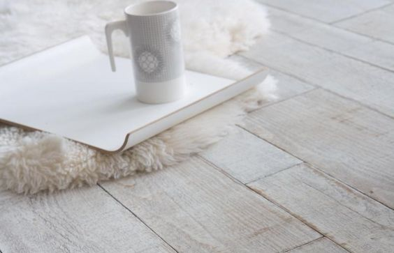pour sol salon ou chambre: sol-pvc-imitation-parquet-blanchi