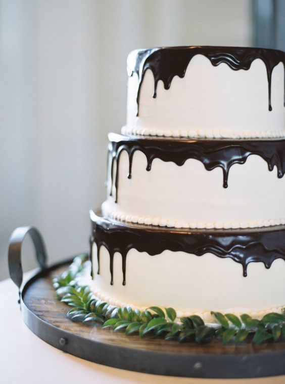 Chocolate drizzled white wedding cake for fall wedding