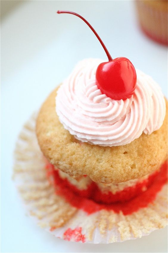 Shirley Temple Cupcakes | The Curvy Carrot Shirley Temple Cupcakes | Healthy and Indulgent Meals Dangling in Front of You