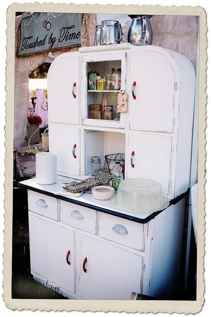A fun vintage kitchen cabinet from Touched by Time...good to see.  Now I will be able to re-do and re-vamp the broken one in my garage!: