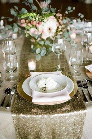 ¿Qué opinas de caminos de mesa de lentejuelas para la decoración de las mesas de la recepción de tu boda? #DecoracionBodasCali