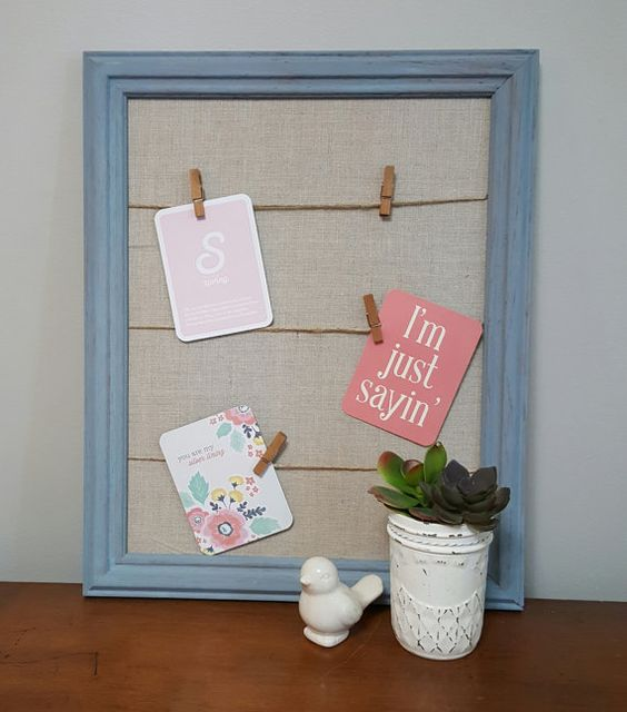 This framed message board is perfect for showing off family pics, inspirational messages and sweet notes to your family. TheCottonwoodHouse shop on Etsy