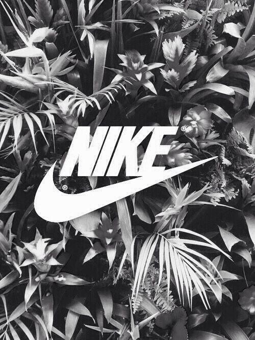 NIKEとモノクロ植物
