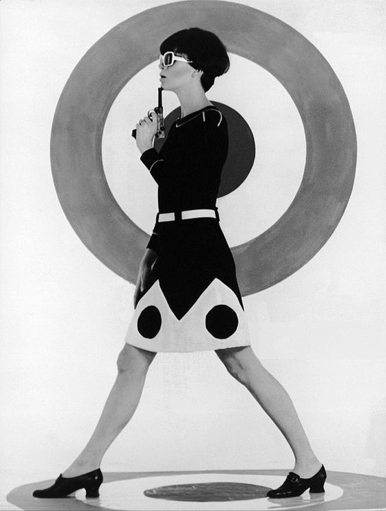 BANG!! Op Art Models In Milan 1966 60's style