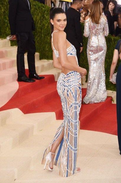 Kendall Jenner de Atelier Versace: