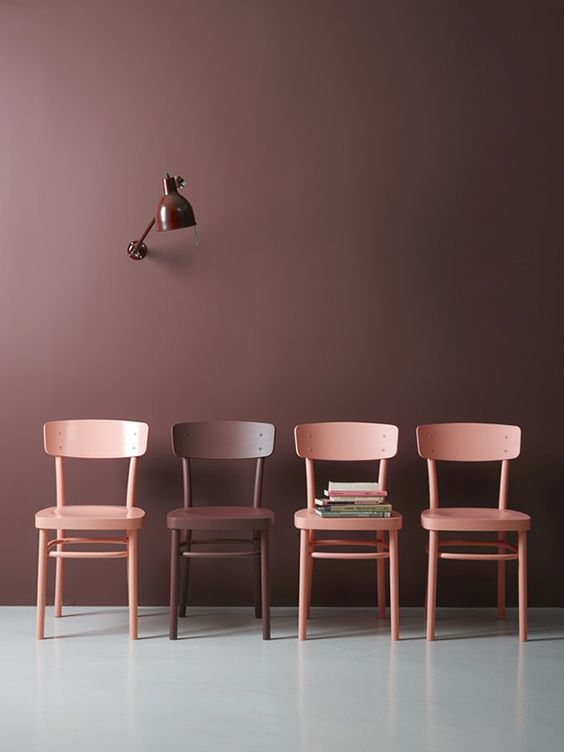 LADY Pure Color | Bordeaux A backdrop of aubergine/eggplant contrasts with  blush-pink chairs.