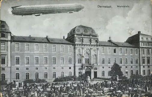 Darmstadt – DA Historie – Community – Google+ Graf Zeppelin fliegt mit dem Luftschiff Deutschland am 10. April 1911 auf seiner Fahrt von Friedrichshafen am Bodensee nach Düsseldorf über das Darmstädter Schloss