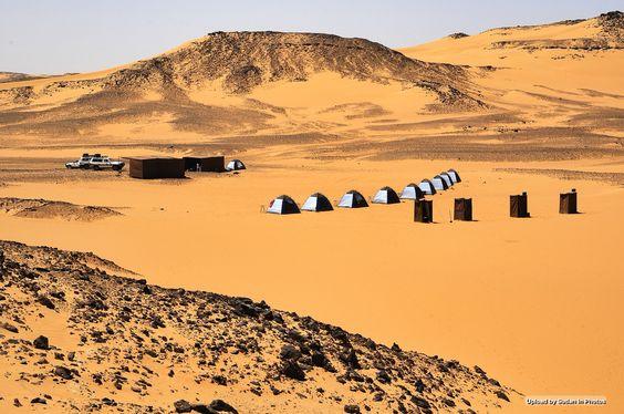 Camping In The Desert Northern Sudan التخييم في الصحراء شمال السودان By Silvia Sevilla Sudan Desert Northern Photo Landmarks Natural Landmarks