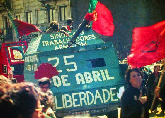 JoanMira - 1 - World : Imagens do Mundo - Portugal - A Revolução dos Crav...