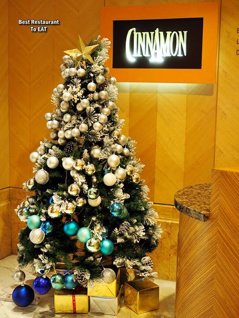CINNAMON COFFEE HOUSE ONE WORLD HOTEL PETALING JAYA   CHRISTMAS