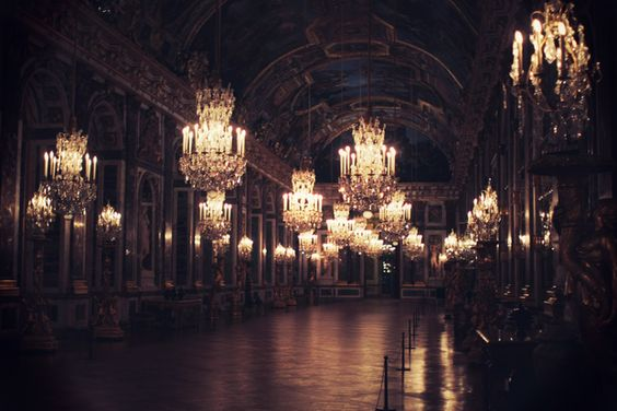 The infamous Hall of Mirrors at Night... this is what it looked like when Marie Antoinette had a ball.