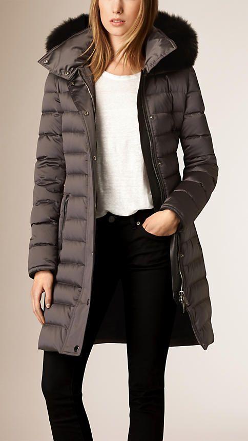 Mittelgrau Wattierter Mantel mit Daunenfüllung und Pelzbesatz an der Kapuze - Bild 2