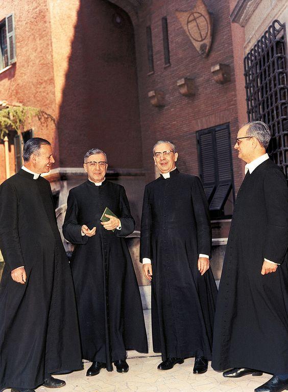 San Josemaría con los tres primeros sacerdotes del Opus Dei | Flickr - Photo Sharing!:
