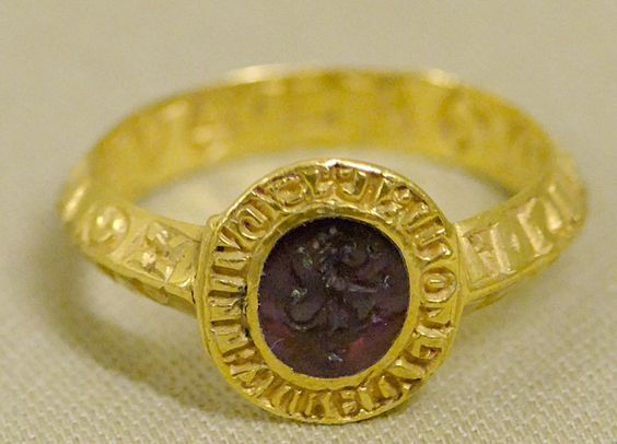 Signet ring of Guillaume de Flouri, viscount of Acre. Gold and amethyst, Italy , late 13th century.