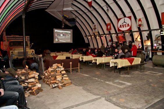 Shelter Bar auf dem Luftfahrtmuseum  - Eine Location mit einem gant besonderen Flair. Ein Bild sagt mehr als tausend Worte