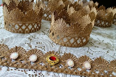 Scraps of Shirlee: A Royal Celebration lace crowns diy tutorial