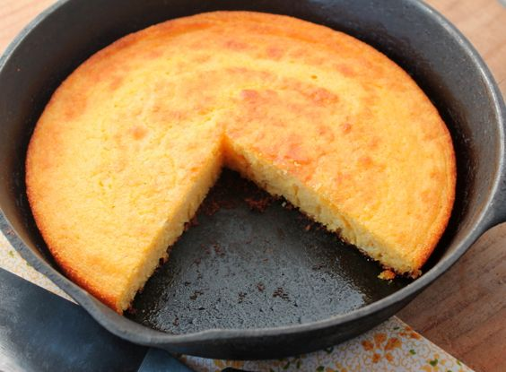 Cornbread cast iron sliced in pan