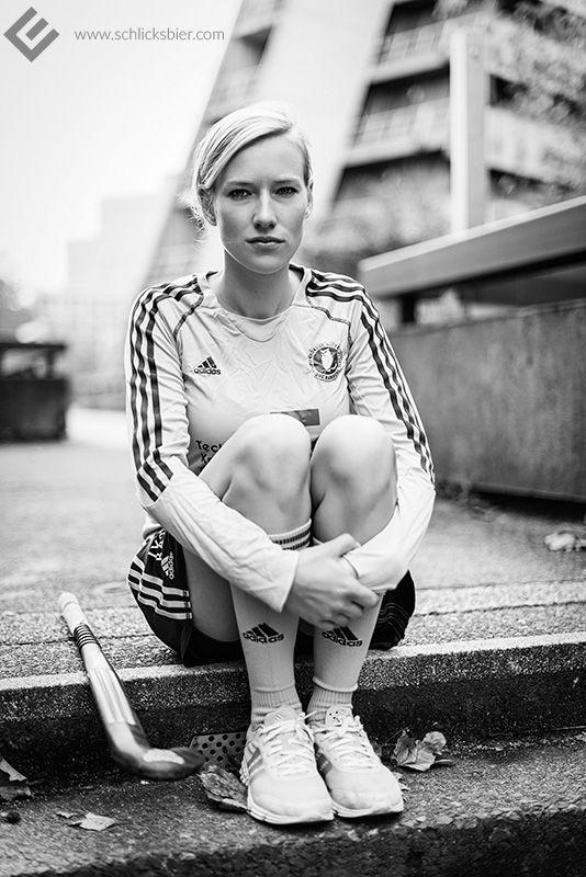 Roda, #Feldhockey Spielerin, Hamburg 2014. // #sport #sports #hockey #girl #woman #nationalteam #nationalmannschaft #international #hockeystick #hockeyschlaeger #fieldhockey #sneakers #adidas #jersey #trikot #turnschuhe #blond #blondine #hair #pigtail #zopf #urban #editorial #sportlerin