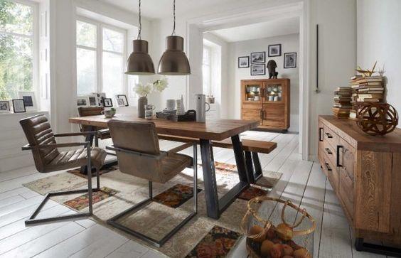 Esstisch Eiche Industriestil SQUARED - rustikale Balkeneiche und Roheisen gestalten einen Tisch für Freunde des Industrial-chic.