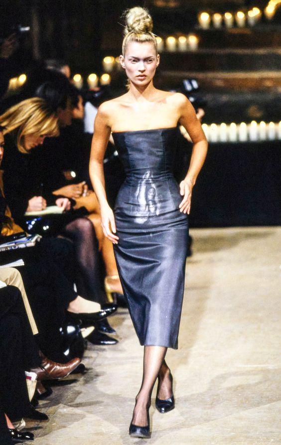 Alexander McQueen Fall 1996 Ready-to-Wear Fashion Show - Kate Moss: