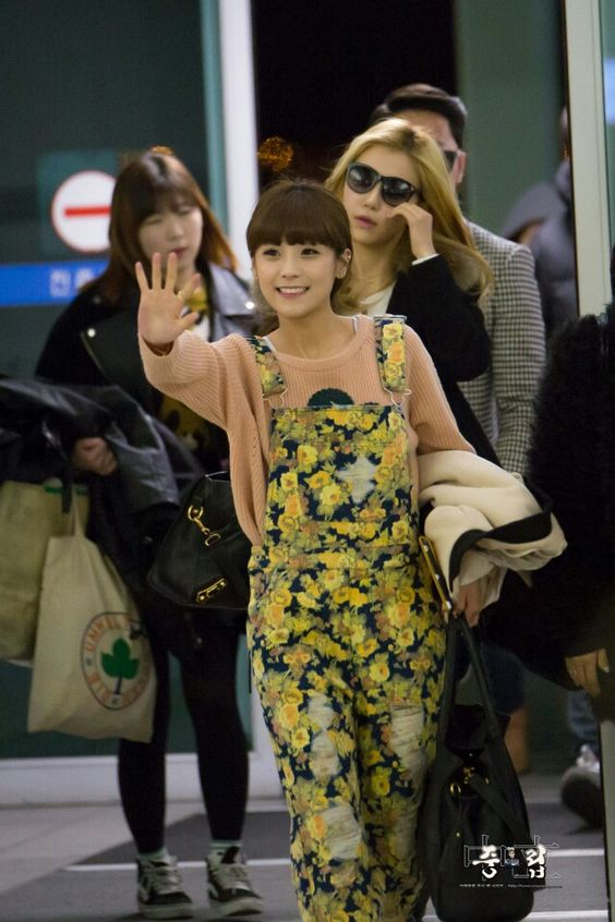 Crayon pop soyul cute airport fashion