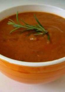 Recette de Soupe rapide aux courgettes et à la tomate