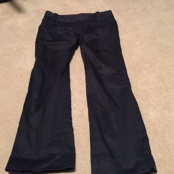 Cropped Martin fit Banana republic pants. A very little bit shiny in a good way- dressy. Nice tight cuff bottom. Perfect for work and going out. Just don't fit me anymore. Size2 Banana Republic Pants Ankle & Cropped