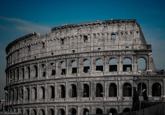 Augen auf, wenn man(n) muss: Rom plant drastische Strafen gegen Wildpinkler. Storys wie die hier erzählte, werden dann (hoffentlich) seltener. Gute Unterhaltung