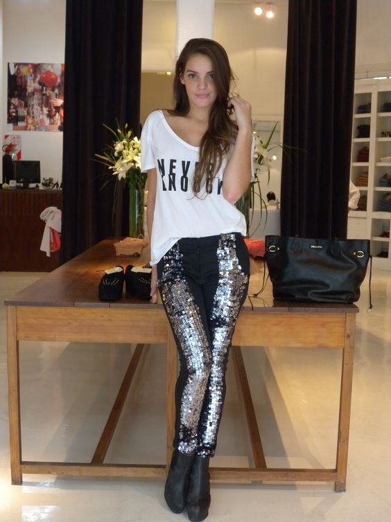 Pantalon Lentejuelas - Remera Never Enough - Bota China