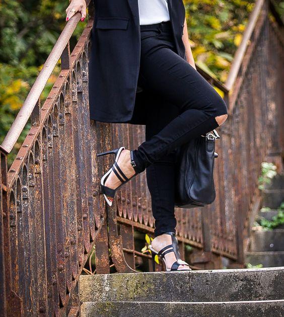 Manteau sans manches, veste sans manches, pantalon jean noir destroy, casual chic look, look décontracté chic, fashion style, black and white look, look noir et blanc